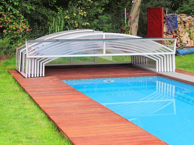 zastřešení bazénu na zahradě